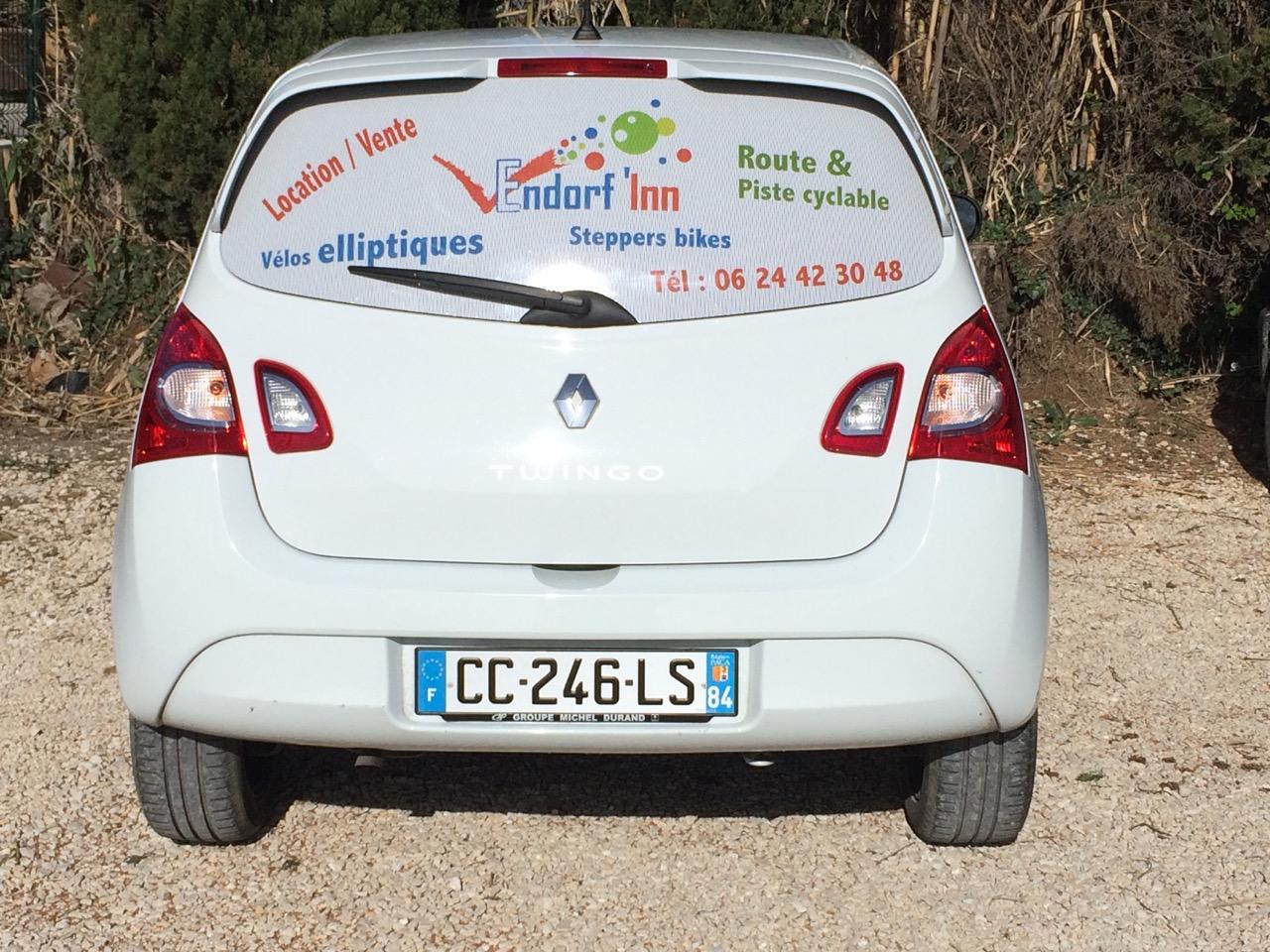 lunette arrière véhicule de société par webbycom