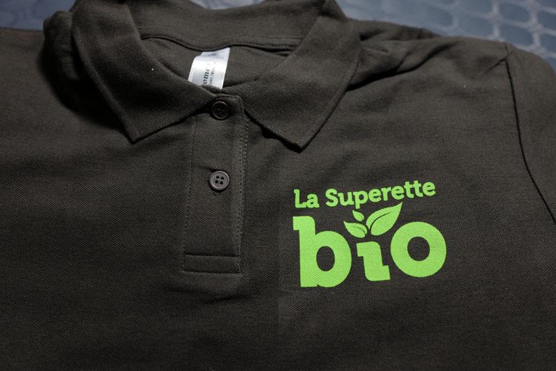 webbycom fabrique les textiles publicitaires personnalisés pour les commerçants et évenementiels. Impression en sérigraphie, flex, broderie.