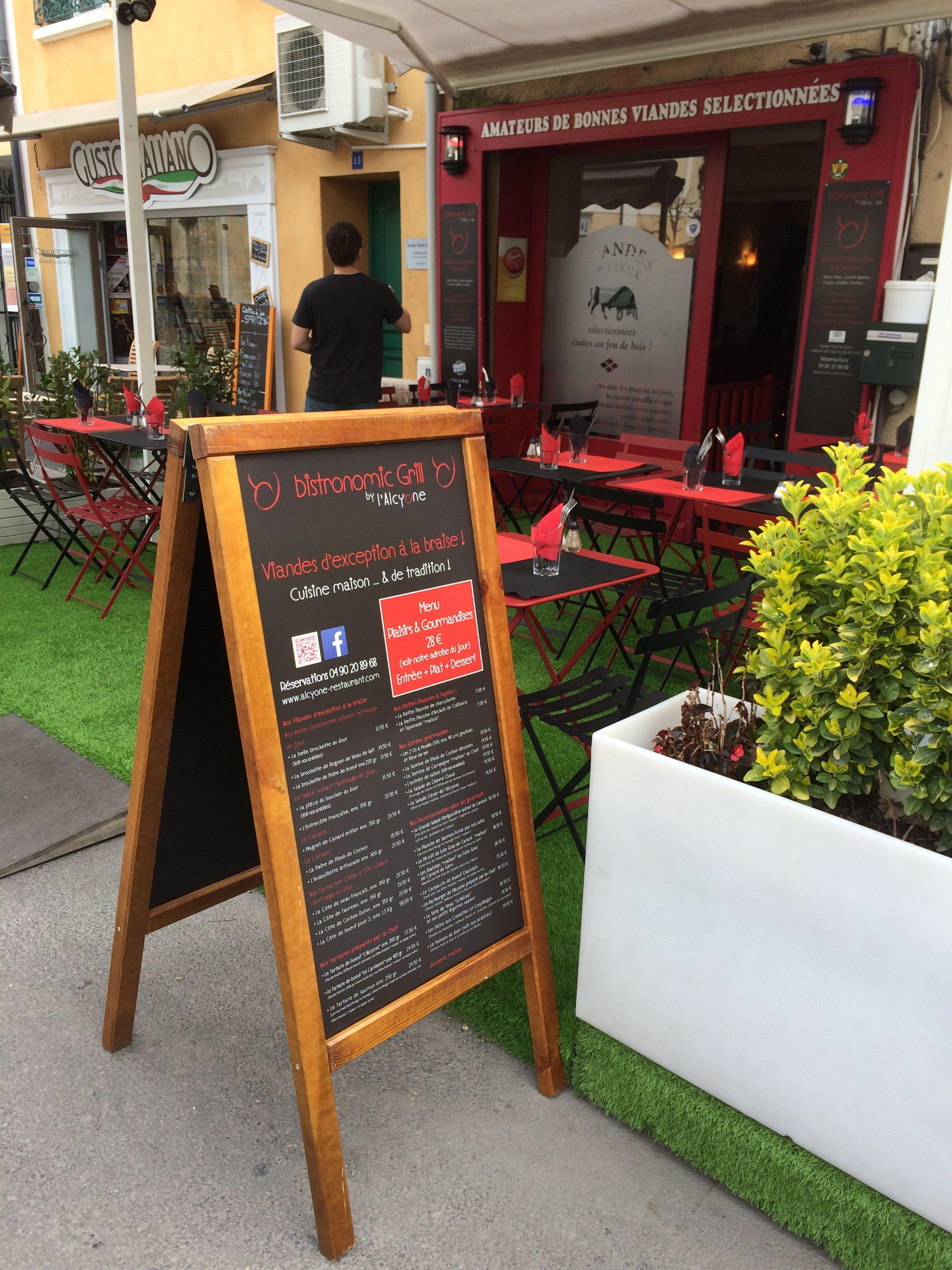 webbycom propose des stop-trottoirs personnalisés pour les professionnels de la restauration : bar, restaurant, camping, brasserie, glacier